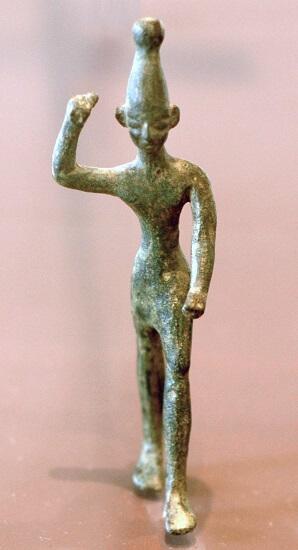 Estatuilla de bronce de un Baal, del siglo XIV al XII a. C., hallada en Ras Shamra (antigua Ugarit) cerca de la costa fenicia. Museo de Louvre.