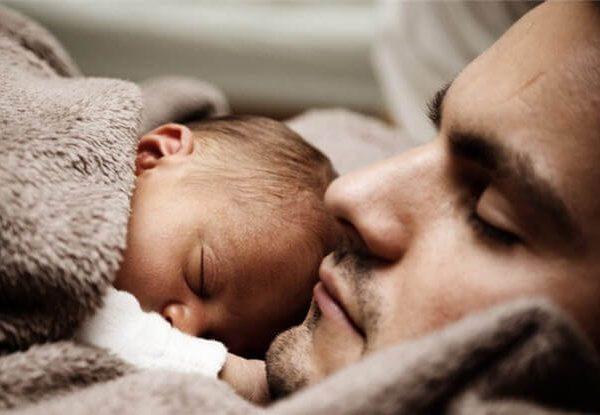 Mensajes cortos y dulces de la primera tarjeta del día del padre del bebé