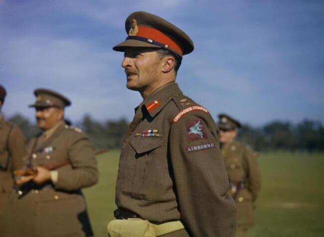 Browning observa entrenamiento en Netheravon, octubre de 1942.