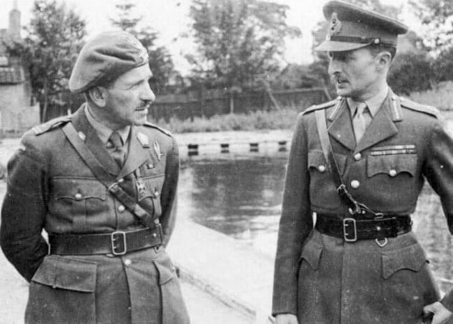 El general Sosabowski (izquierda) con el teniente general Frederick Browning, comandante del primer cuerpo aerotransportado británico.