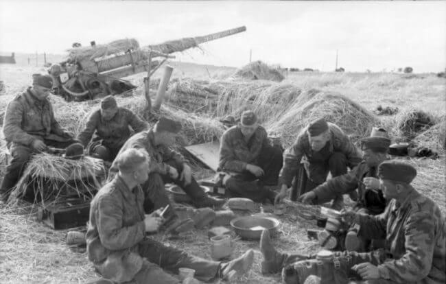 La tierra llana inundada y hundida que rodeaba el camino elevado a Arnhem era el territorio de emboscada perfecto para poderosas armas alemanas como el cañón Flak 18/36/37/41 de 8,8 cm. Crédito de la imagen: Bundesarchiv / Commons.