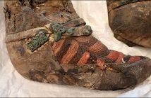 Restos momificados de 1.100 años encontrados con calzado fantástico