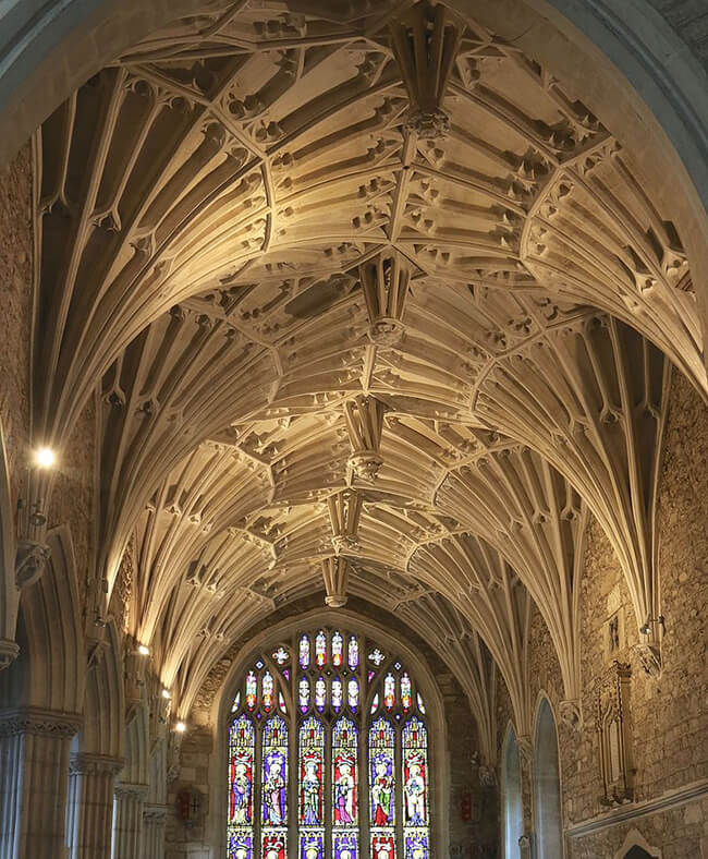 "Ventilador de techo abovedado del pasillo norte (""Dorset Pasillo"") de la Iglesia Ottery St Mary, construida por Cecily Bonville, Marquesa de Dorset."