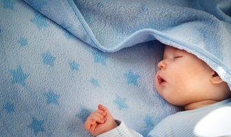 Una de las partes más difíciles de tratar con los recién nacidos es ponerlos a dormir.