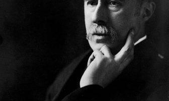 A. E. Housman Biografía - Poeta y Erudito Inglés
