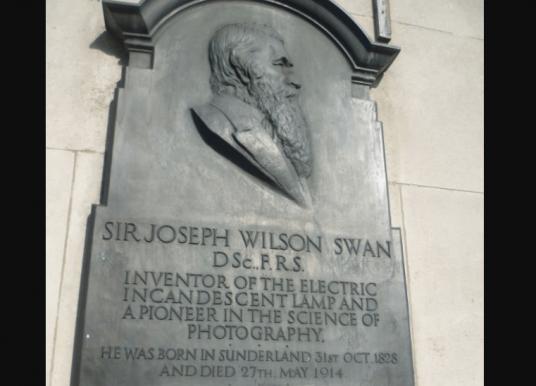 Joseph Swan (químico e inventor inglés) Biografía e invenciones
